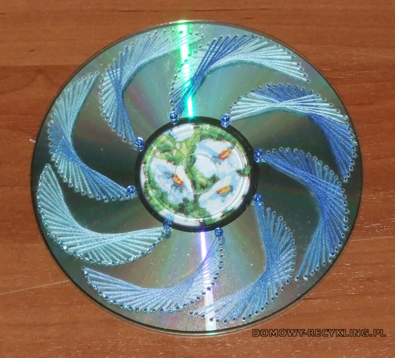 Płyta CD ozdobiona haftem matematycznym