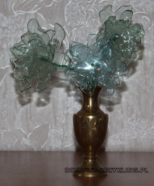 Kwiaty z plastikowych butelek