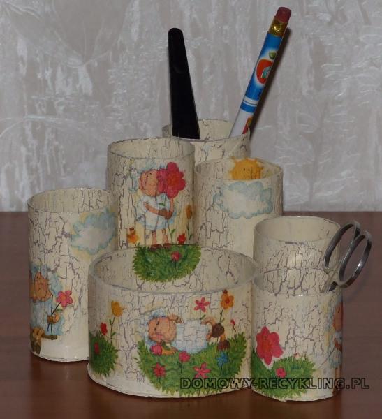 Przybornik na biurko z rolek po papierze toaletowym