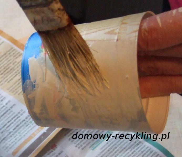 Malowanie pojemnika plastikowego farbą akrylową