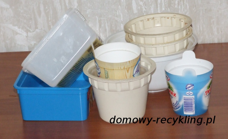Pojemniki plastikowe po różnych produktach spożywczych możemy wykorzystać powtórnie
